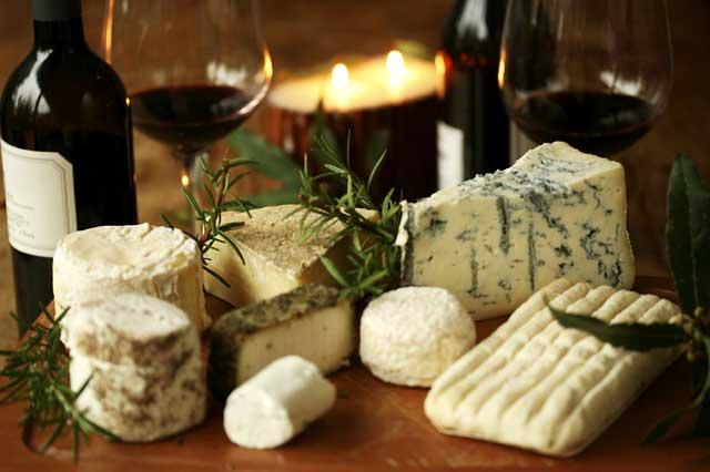 французский сыр с вином